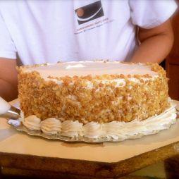 Piping bottom of cake