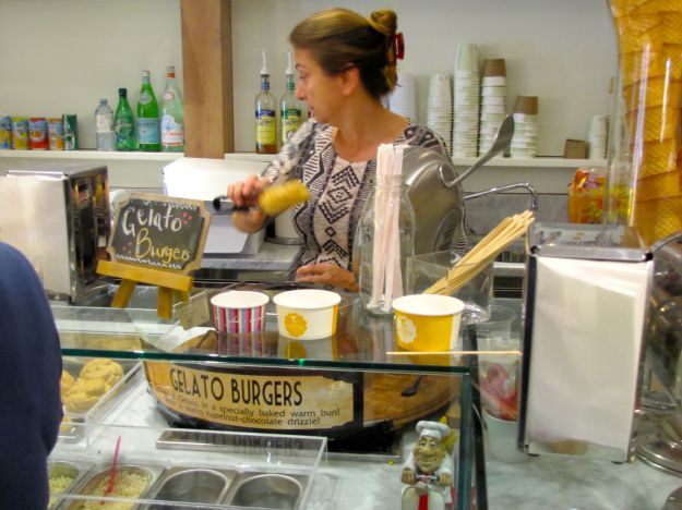 Gelato Burger making